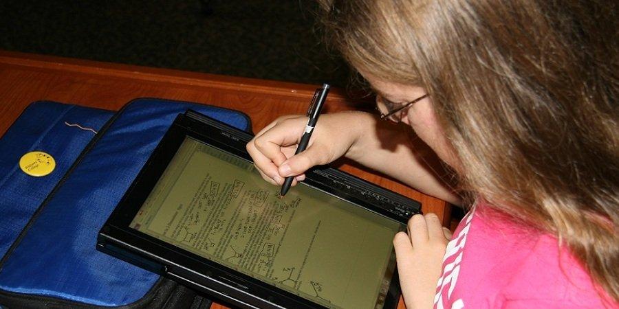 Microsoft разработает планшет специально для российских школьников